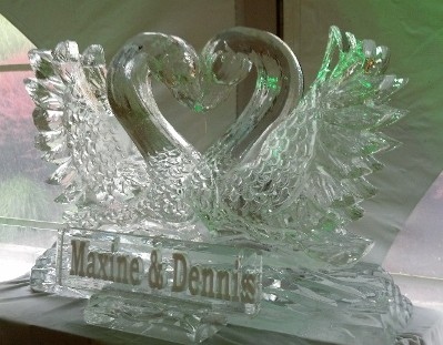 Single Block Kissing Swans with Snowfilled name plaque